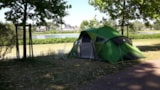 Pitch - Pitch without electricity including 2 people, 1 car + 1 tent / caravan OR 1 camper - Camping de Nevers