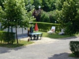 Pitch - Pitch with electricity (1 car with tent or caravan or campervan included) - Camping La Croix Badeau