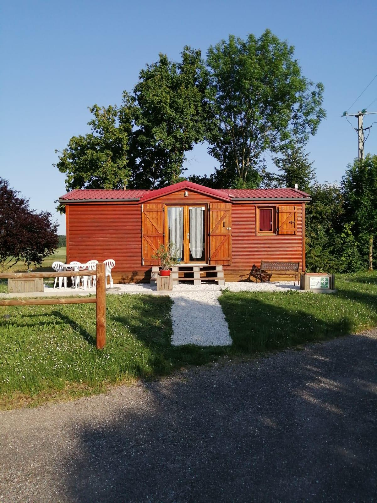Mobil-home type chalet 2 chambres avec terrasse