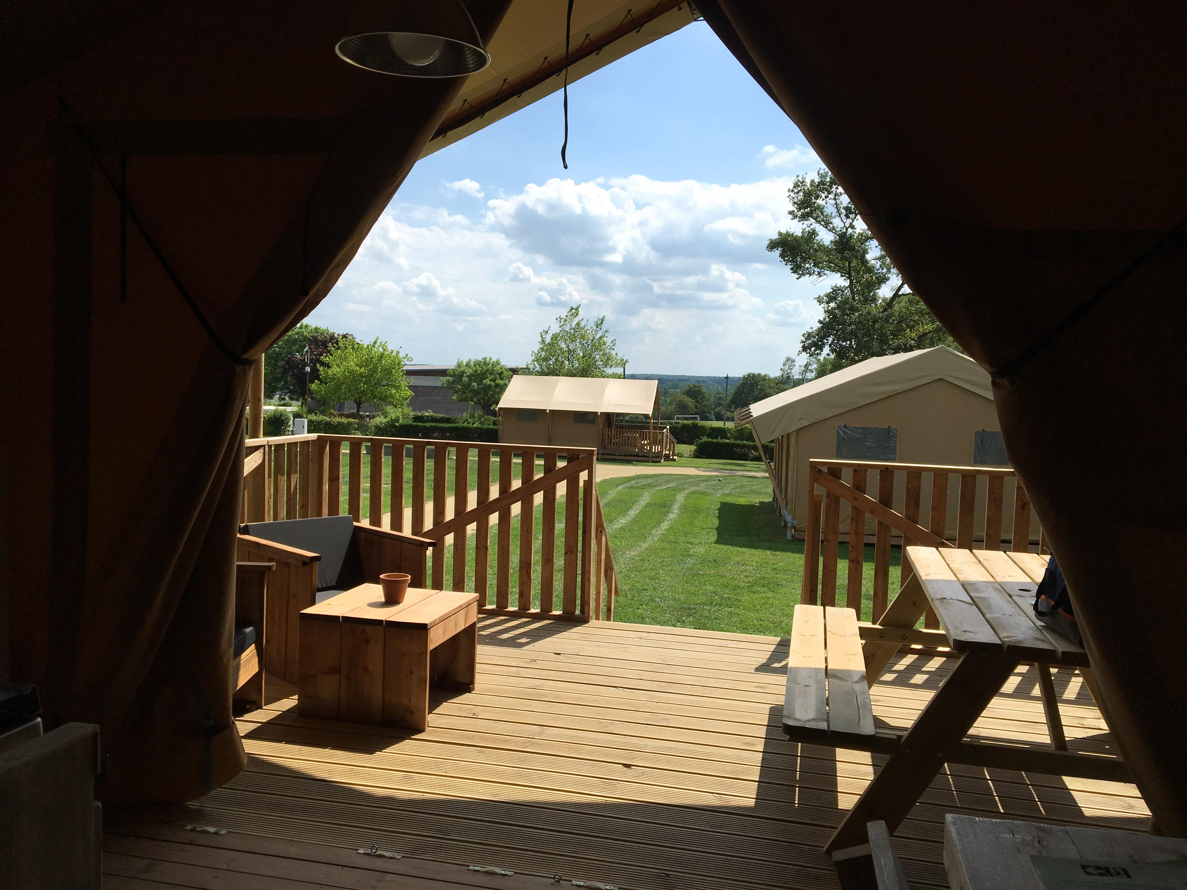 Lodge with wooden terrace x 5