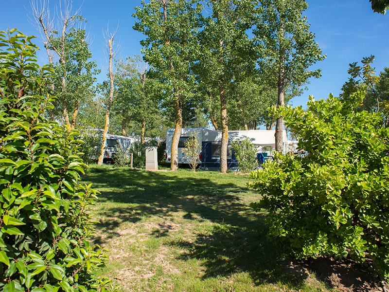 location Standard Pitch >100m² + 1 vehicle + 10A electricity 1/2 Ppl. naturiste