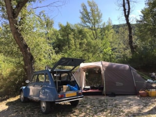 Package pitch under the poplars : 1 Car + 1 Tent or Caravan (without electricity)