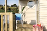 Rental - Cottage 3 bedrooms half-covered terrasse TV - Airotel Camping La Roche Posay Vacances