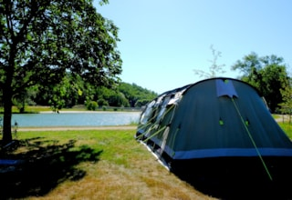Package ***** :  LAKESIDE Pitch 1st line+ car + tent/caravan or camping-car + water and drainage point + electricity
