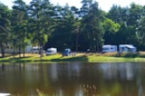 Pitch - Service area Camping Car Lake view - Domaine du Lac de Feyt