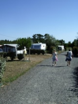 Pitch - Pitch for 2 adults and 1 vehicle - - DOMAINE DE BELLEVUE