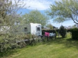 Pitch - Comfort Package (1 Tent, Caravan Or Motorhome / 1 Car / Electricity 10A) - Flower Camping La Pointe du Talud