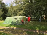 Pitch - Privilege Package > 150m² (1 tent, caravan or motorhome / 1 car / electricity 10A) - Flower Camping Les Murmures du Lignon