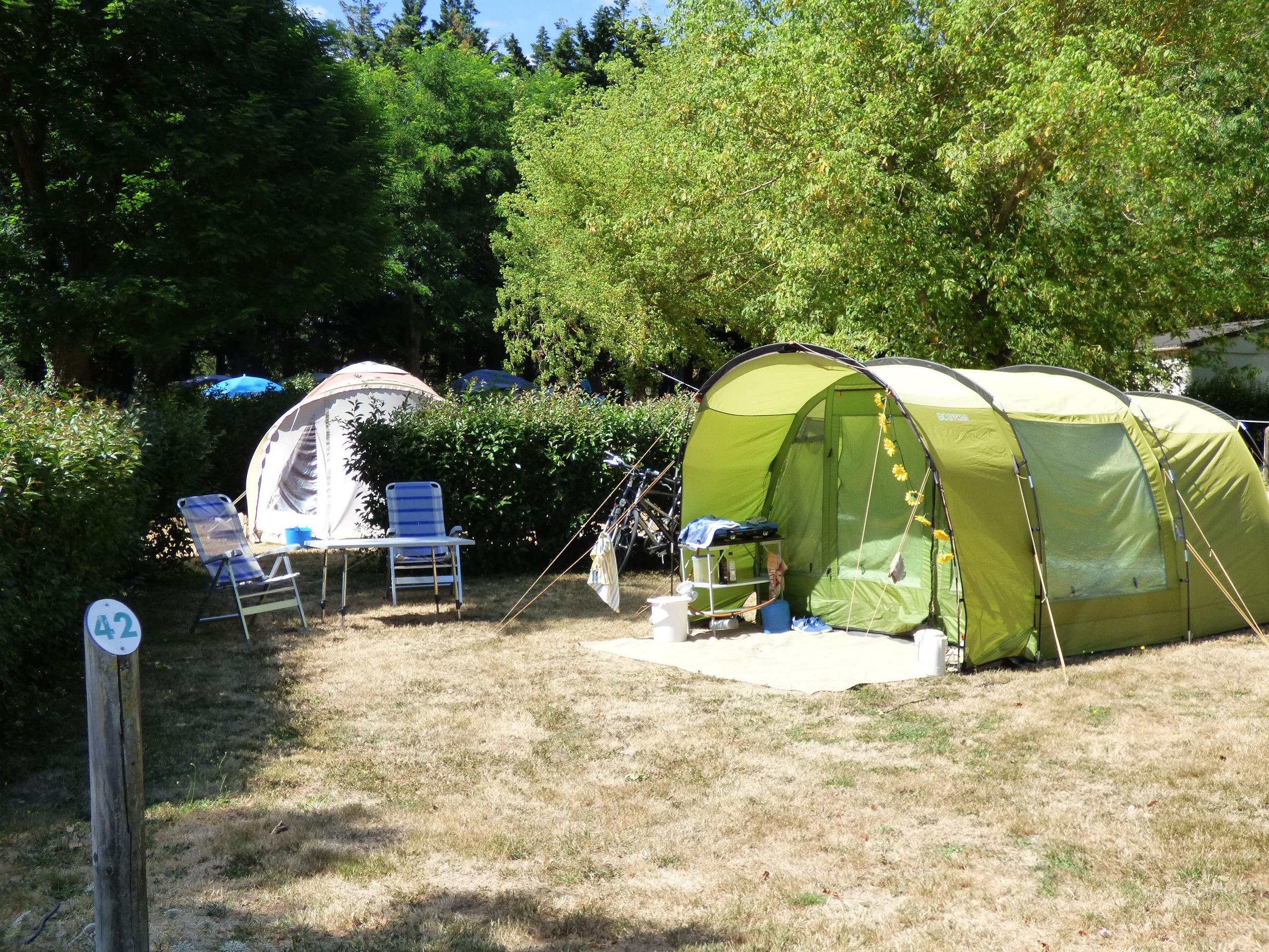 Comfort Package: Pitch + car + tent or caravan + electricity 6A + 2 pers
