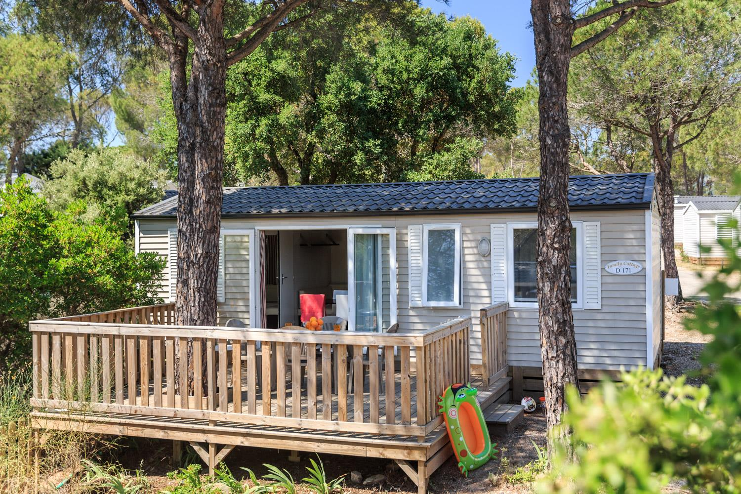 Location - Cottage Family 35 M² - 3 Chambres - Climatisation, Terrasse En Bois - Camping Holiday Green