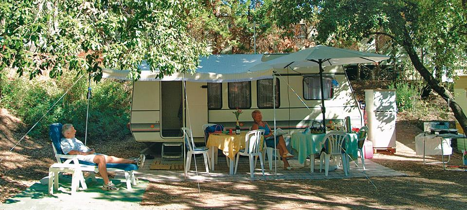 Emplacement - Emplacement Forfait Confort - Camping Holiday Green