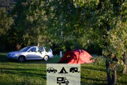Pitch - Package Tent And Car, Caravan Or Motorhome - Camping Des Petites Roches