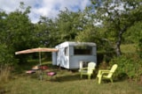 Rental - equipped caravan stove , sink, and electricity. Location  5 located 50m with sanitary toilets , hot showers , dishwashing sinks and tub . no close neighbors . Sheets extra. - Aire naturelle de Camping Les Cerisiers
