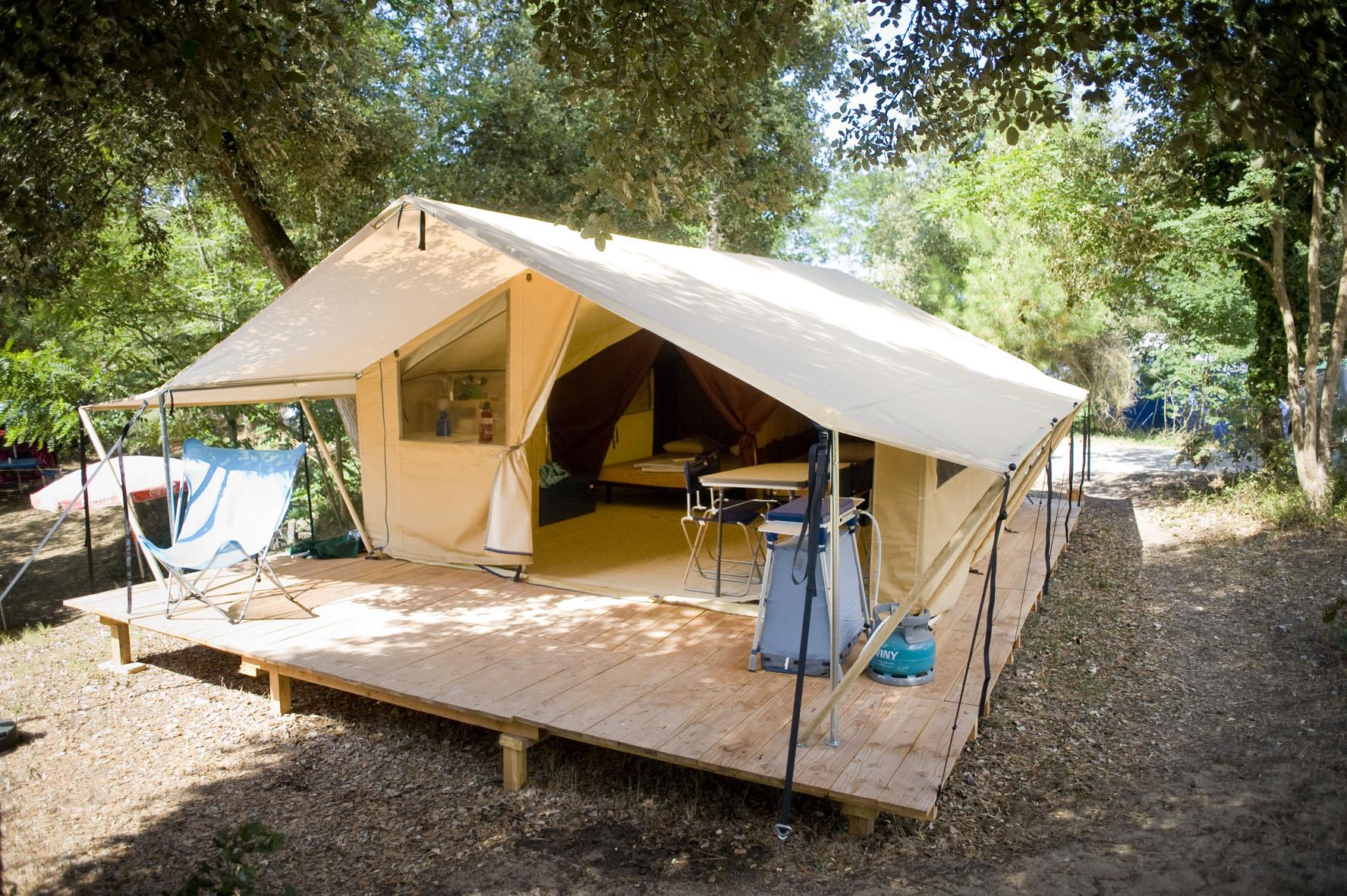 Rental - Classic IV Wood u0026 Canvas tent - Huttopia Lac de Carcans & Huttopia Lac de Carcans u2013 CARCANS | Book your holidays