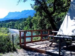 Accommodation - Trapper Hut Overlooking The River With Views Of The Mountains - Camping les Chamberts