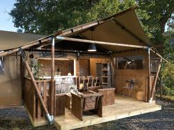 Accommodation - Luxury Lodge Nature Tent With River View - Camping les Chamberts