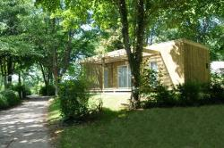 Rental - Chalet Lac 43 m² - adapted to the people with reduced mobility - 2 bedrooms - Flower Camping de la Base de Loisirs de Rouffiac