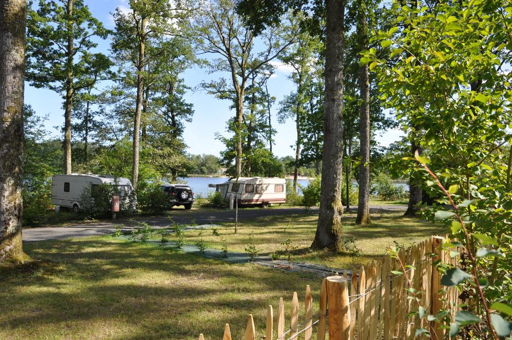 Establishment Camping du Grand Etang de Saint-Estèphe - Saint-Estèphe