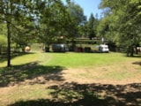Pitch - Pitch with electricity (1 tent, caravan or motorhome / 1 car) - Camping Domaine La Plage du Garoustel