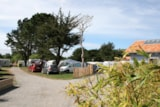 Pitch - Package Comfort With Electricity: 1 Car + 1 Tent Or 1 Caravan Or 1 Camper - Camping du Vieux Château