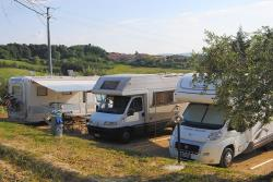 Pitch : car + tent or caravan + electricity 30 m²