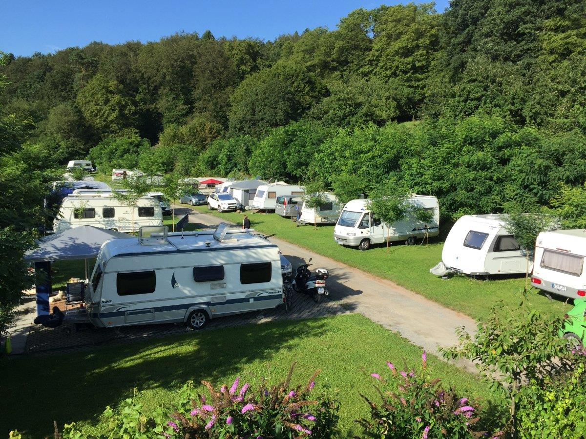 Emplacement - Forfait Confort (Caravane Avec Voiture / Camping-Car) - Camping Weihersee