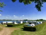 Pitch - Pitch on the waterside : car + tent/caravan or camping-car + electricity + water - Recreatiepark en Jachthaven Rhederlaagse Meren
