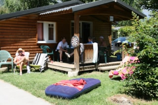 wooden chalet 6/8 people 3 bedrooms + possible 2 extra beds in the living room/ large shower 80 * 100