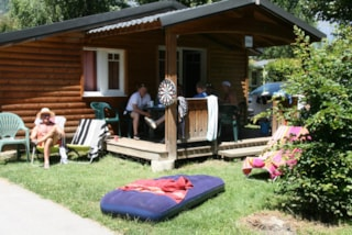 wooden chalet 6/8 people arrive saturday/saturday 3 bedrooms + possible 2 extra beds in the living room / large shower 80 *