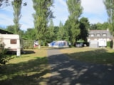 Pitch - Nature Package (1 tent, caravan or motorhome / 1 car) - Flower Camping Les Capucines
