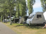 Pitch - Comfort pitch (1 tent, caravan or motorhome / 1 car / electricity 10A) + Water point - Flower Camping Les Capucines