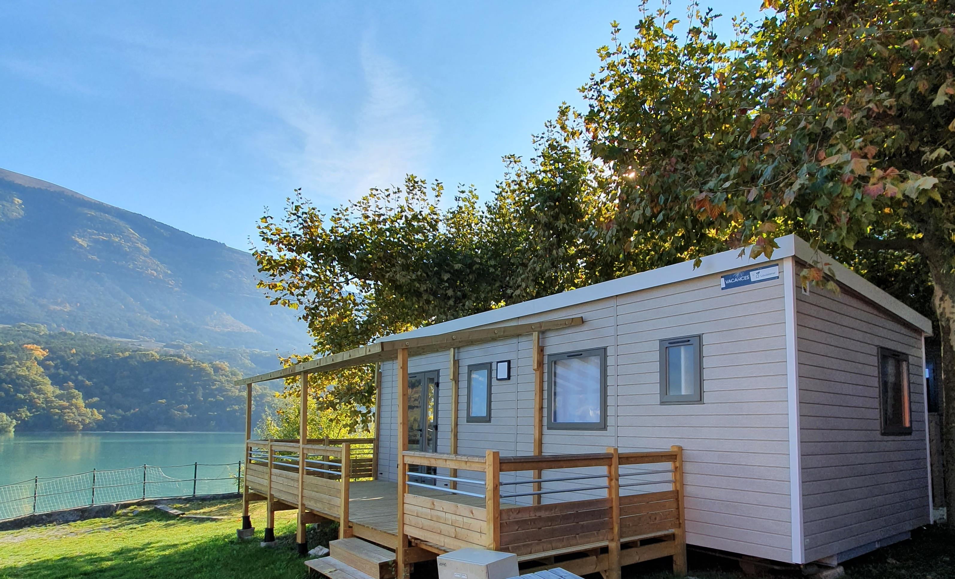 Accommodation - Mobil Home Confort Louisiane Samoa 2 Chambres Bord Du Lac - Camping D'Herbelon