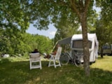 Pitch - Pitch, car and electricity - Ardèche Camping
