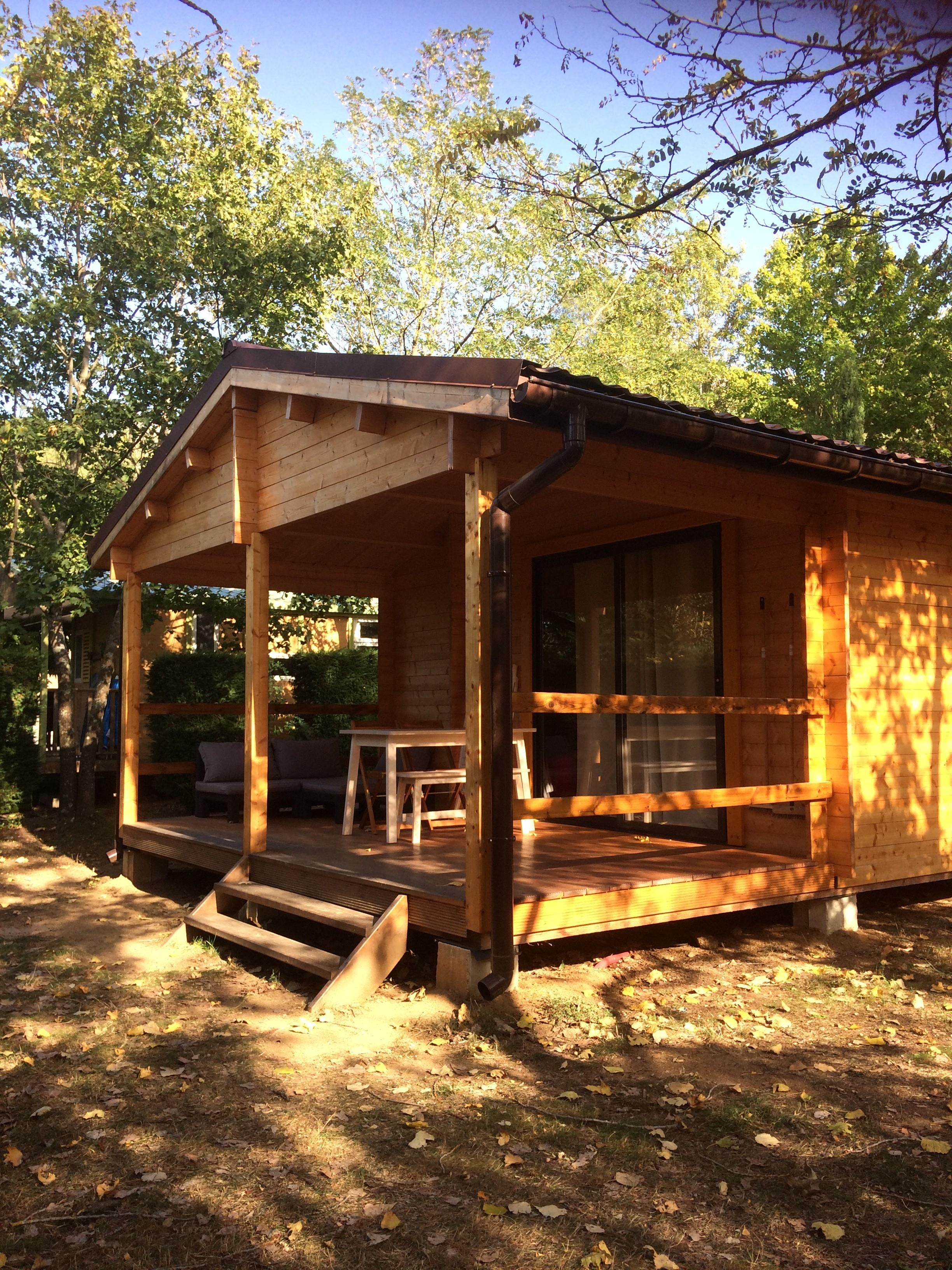 Location - Chalet Green Cottage, 4 Personnes, 2 Chambres. - Camping Sites et Paysages L'Oasis