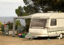 Pitch CONFORT (vehicule + caravan/camping-car + electricity 6 amp + water and drainage point)