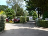 Pitch - Pitch + car + hot showers + electricity 6A - AIROTEL Camping LES RAGUENES PLAGE