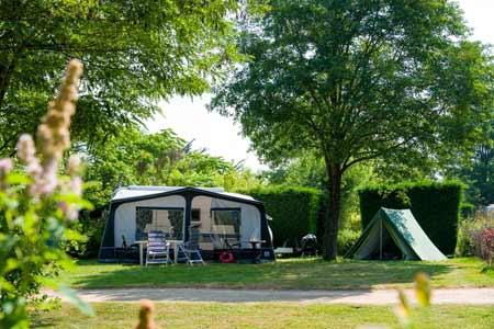 Emplacement - Emplacement Camping Confort + - Huttopia Saumur