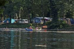 Campingstellplatz am Fluss Confort