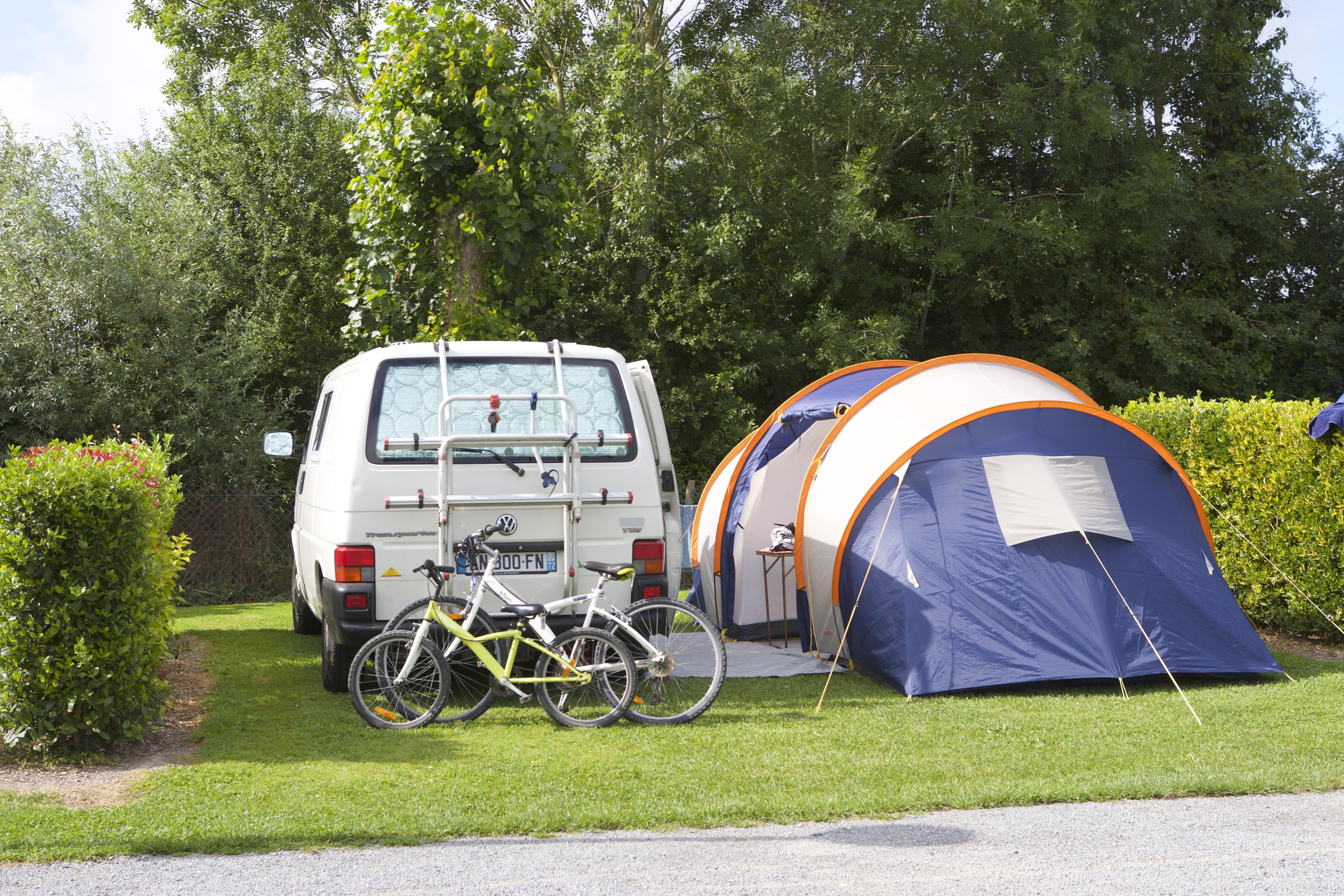 Emplacement - Emplacement + Véhicule - Camping Aux Pommiers