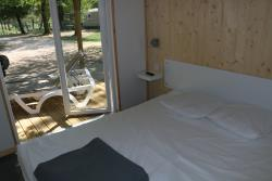 Bedroom - Room, Bathroom, Wc With Tv - Flower Camping Lac du Marandan