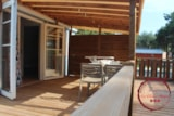 Rental - Mobile home Le Rouge Confort+ 35m² (2 bedrooms) + airconditioning + TV + 1 car included + adapted to the people with reduced mobility - Flower Camping les Chênes Rouges