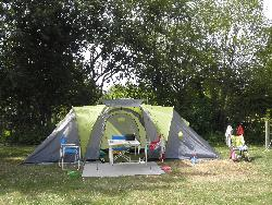 Miejsce postojowe - Pitch Tent Or Trailer Tent (Water, Electricity, 2 People And 1 Vehicle) - La Yole