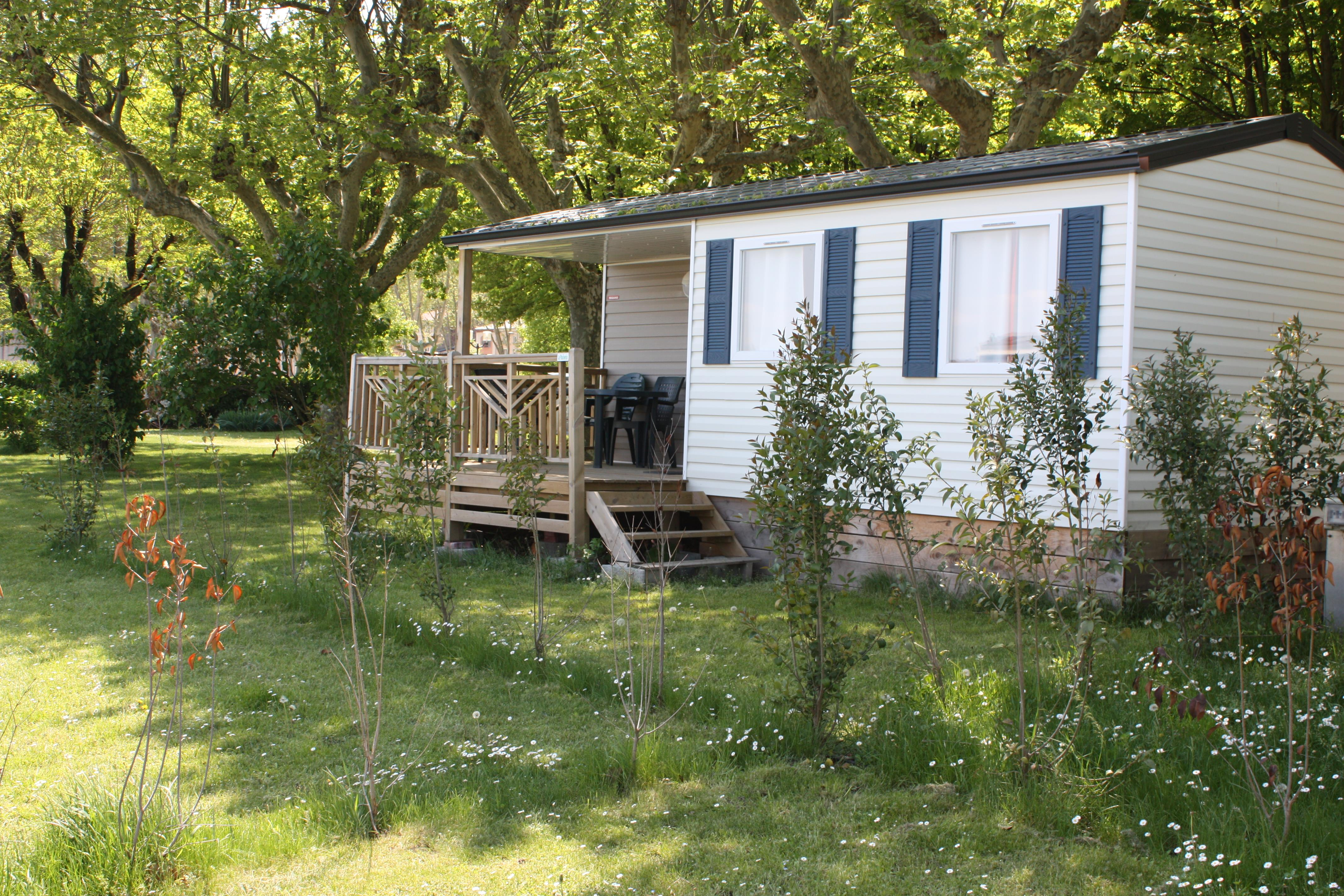 Mobilhome 29 m2 TI, 2 bedrooms, bathroom and toilets separated, in front of the hedge of the Rhône bank