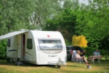 Pitch - Comfort Package (1 caravan or motorhome / 1 car / electricity 16A) - Camping Le Bois Vert