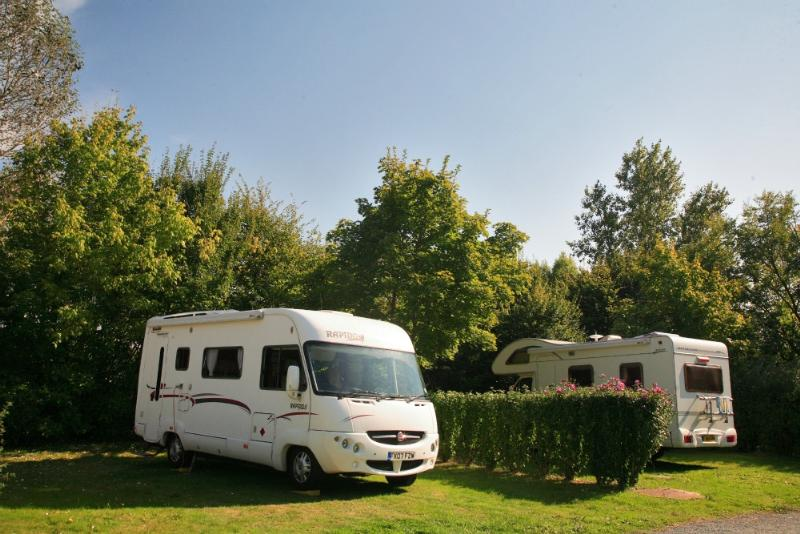 Privilege Package (1 tent, caravan or motorhome / 1 car / electricity 16A) + Water point