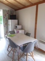 Rental - Chalet Jardin CONFORT+  33m² 2 bedrooms (baby bed) + sheltered terrace 9m² - Flower CAMPING LA BRETONNIERE