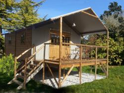 Cabin LODGE LUXE on piles 25m² / 2 bedrooms - sheltered terrace (with private facilities)
