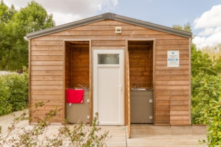 Pitch with individual toilet block - Electricity 10 A - Water - Drainage point -