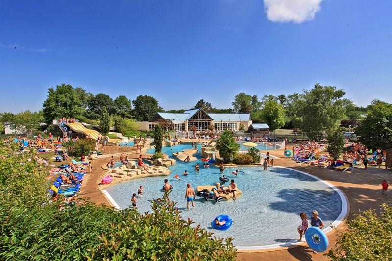 Castel parc de fierbois camping qualit for Camping massif central avec piscine
