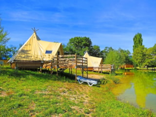 Tipi on stilts